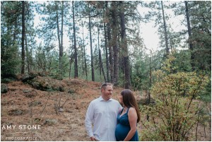 spokane-washington-amy-stone-photography-outdoor-forest-maternity-photos