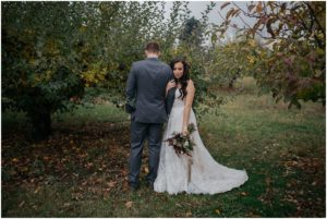 spokane-washington-trezzi-farms-greenbluff-rustic-woodsy-outdoor-fall-wedding-photos_0853