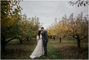 spokane-washington-trezzi-farms-greenbluff-rustic-woodsy-outdoor-fall-wedding-photos_0856